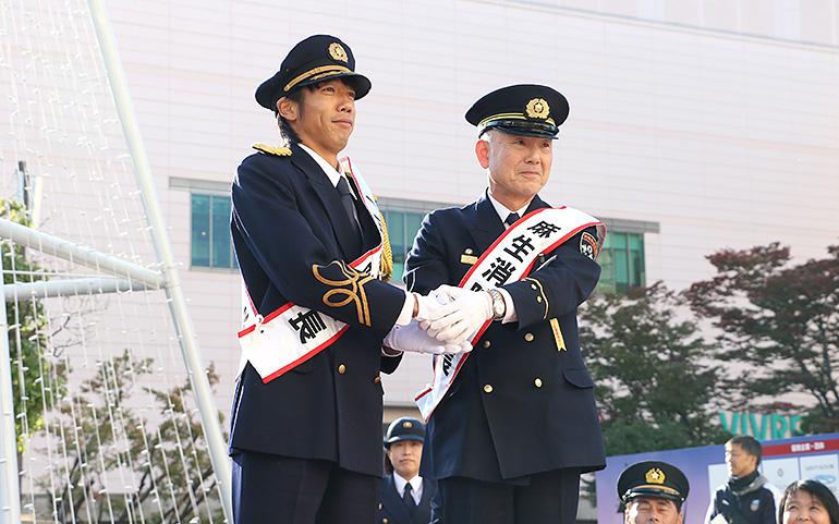 一日麻生消防署長に就任した中村憲剛選手