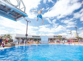 水深5m、最大高さ2mの飛込み台がある「ダイビングプール」
