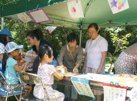 短冊や笹飾りを作るブース