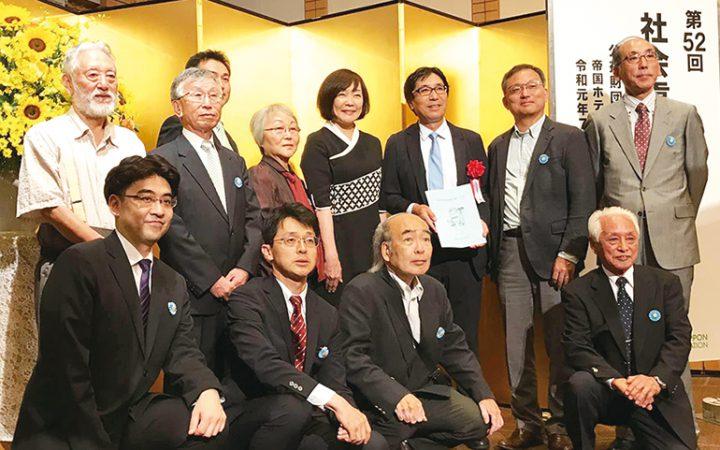 2019年7月22日、帝国ホテル東京で行われた表彰式典にて記念撮影を行うメンバー