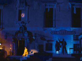 バロックオペラ「貞節の勝利」公演の様子(2018年 イタリア、ヴァッレ・ディトリア音楽祭より)。この舞台に出演した歌手と、藤原歌劇団の歌手たちの共演が、今回実現する。全3幕、字幕付き原語(イタリア語)で上演
