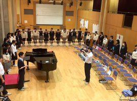 「NHK全国学校音楽コンクール」全国大会に出場する桐光学園高等学校合唱部の練習の様子。繰り返し行う発声練習で部員の心は一つに