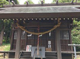 長い歴史の時間の経過を感じさせる拝殿