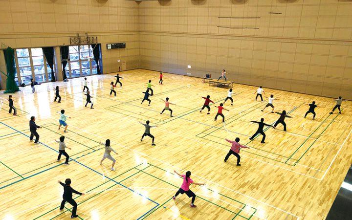 麻生スポーツセンター 「スポーツデー(エアロビクス)」 毎週火曜・金曜9:20〜10:20(金曜は19:10〜20:10クラス有)※室内シューズを持参し参加