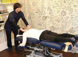 最新の可動式矯正ベッドで専門性の高い施術を受けることが可能