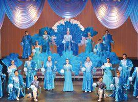 10caratsが年4回レギュラー出演している「Fabulous Revue Boys」のステージ