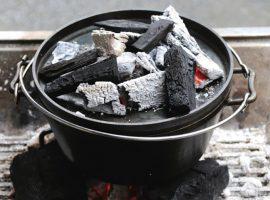 ダッチオーブンを用いた料理を紹介