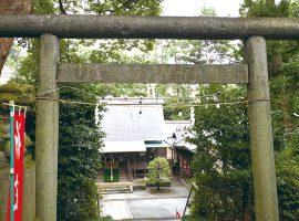 通常とは逆の坂上に立つことから名付けられた「逆さ大門」