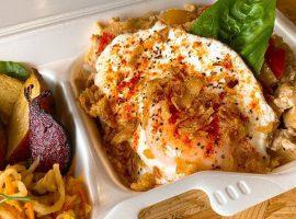 ランチメニューで一番人気の「高野豆腐と野菜たっぷりガパオ」もランチボックスに!