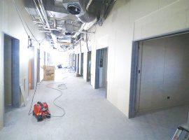 工事が進む建設中の病院内
