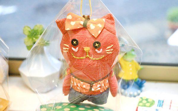 端切れで作られた猫のマスコット