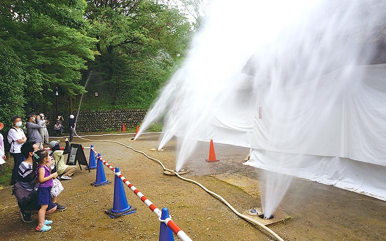 ドレンチャー(延焼防止装置)放水試験の様子