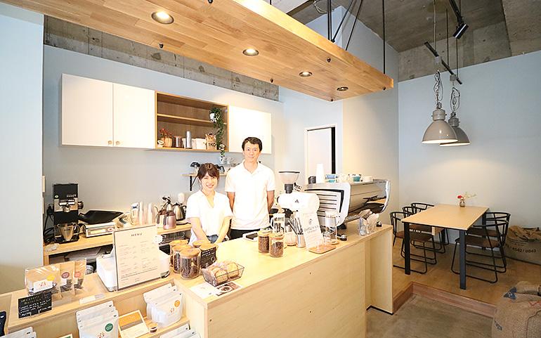 Roast Design Coffee 店内 オーナーご夫妻