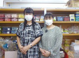 店長の坪井さん(左)とスタッフの大川さん